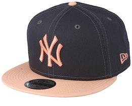 New York Yankees Essential 9Fifty Dark Grey/Peach Snapback - New Era