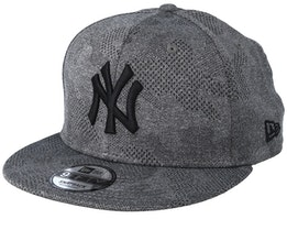 New York Yankees 9Fifty Engineered Plus Dark Grey/Black Snapback - New Era