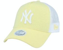 New York Yankees Womens Jersey Essential Light Yellow/White Trucker - New Era