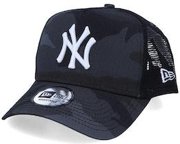 New York Yankees Essential A-Frame Black Camo/White Trucker - New Era