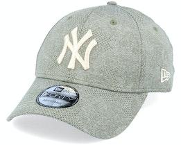 New York Yankees Engineered Plus 9Forty November Green Adjustable - New Era