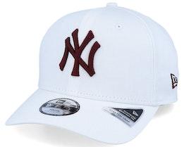Kids New York Yankees League Essential 9Fifty Stretch Snap White/Crimson Adjustable - New Era