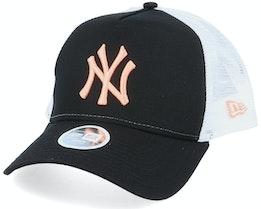 New York Yankees Womens League Essential Black/White/Pink Trucker - New Era