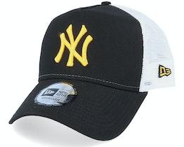 New York Yankees League Essential Black/Yellow/White Trucker - New Era