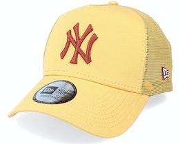 New York Yankees League Essential Yellow/Maroon Trucker - New Era